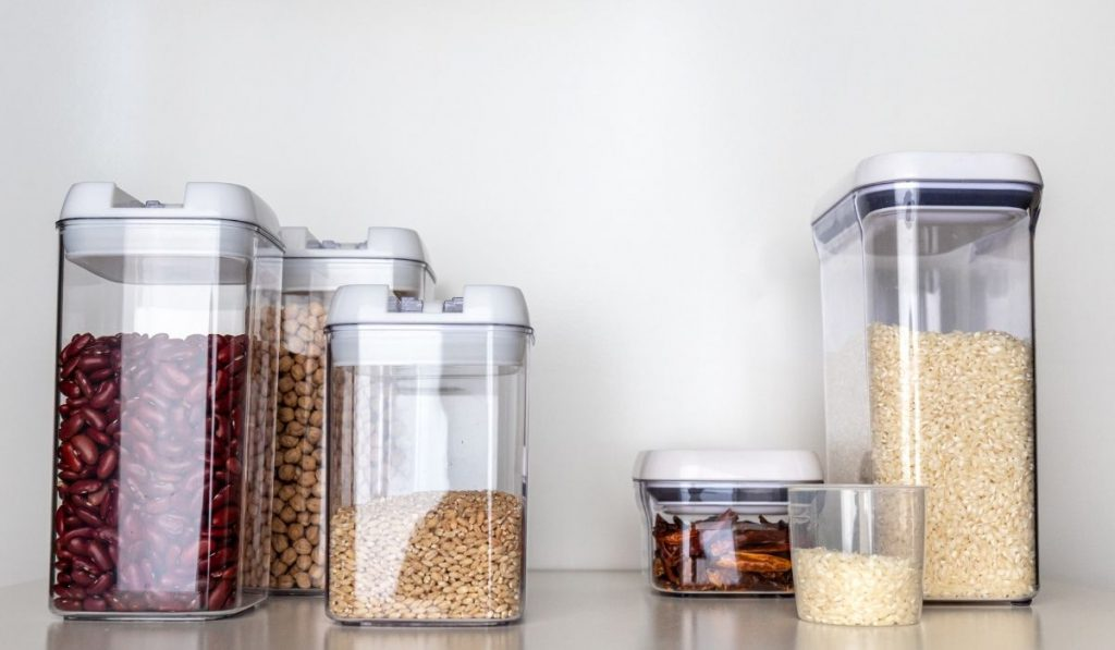 different types and sizes of clear containers